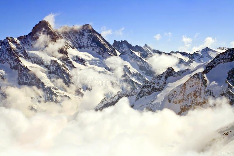 Niebla en Jungfraujoch Suiza fotografía de archivo