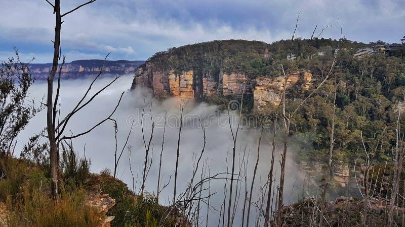Niebla, montañas azules, Australia foto de archivo libre de regalías