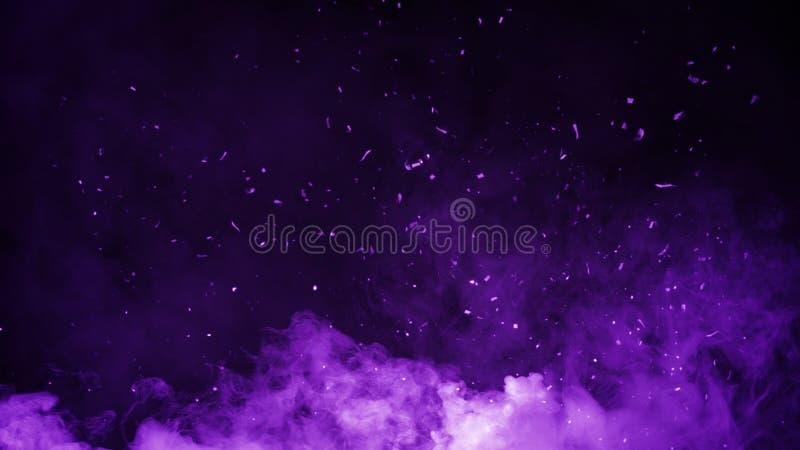 Niebla púrpura abstracta de la niebla del humo en fondo de las ascuas de las partículas Textura Elemento del diseño fotografía de archivo