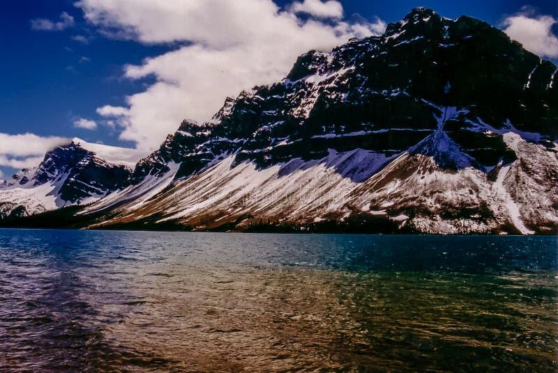 Niebo, śnieg, góra i woda, Jaspisowy park narodowy, AB zdjęcie royalty free