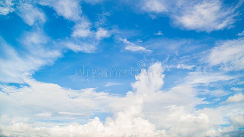 Download Niebo zdjęcie stock. Obraz złożonej z dzień, bufiasty - 57658366
