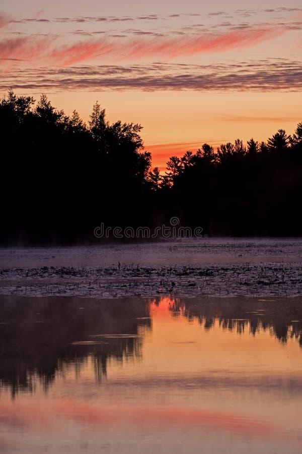 Niebo Aglow Z cieniami rewolucjonistka Przed wschód słońca fotografia royalty free