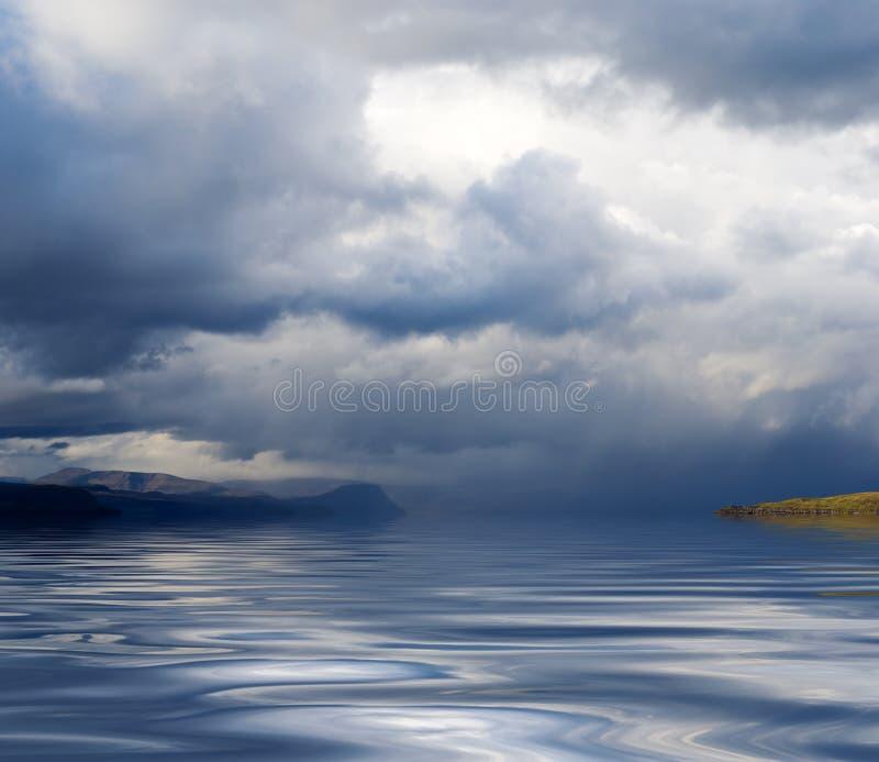 niebo brzegu wody obrazy stock