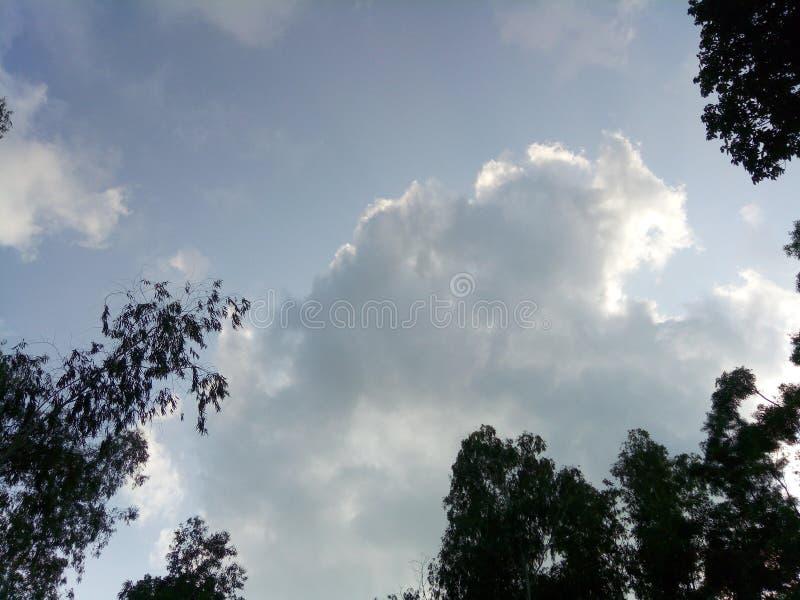 niebo chmurny obrazek w wiosce fotografia royalty free