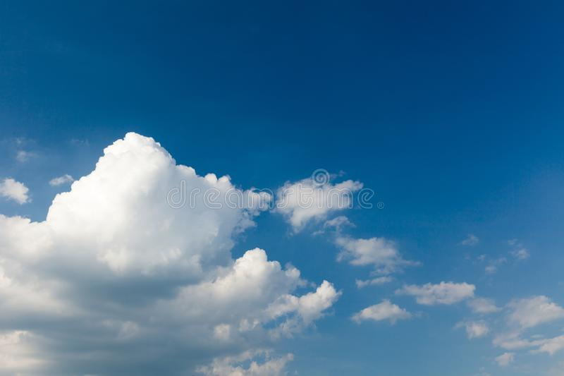 Niebo i chmura, abstrakcjonistyczny niebo Wolno?ci t?o obraz stock