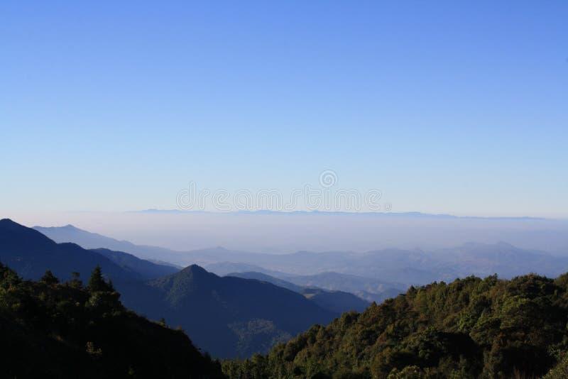 Niebo i góra zdjęcie stock