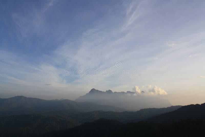 Niebo i mgła zdjęcie stock