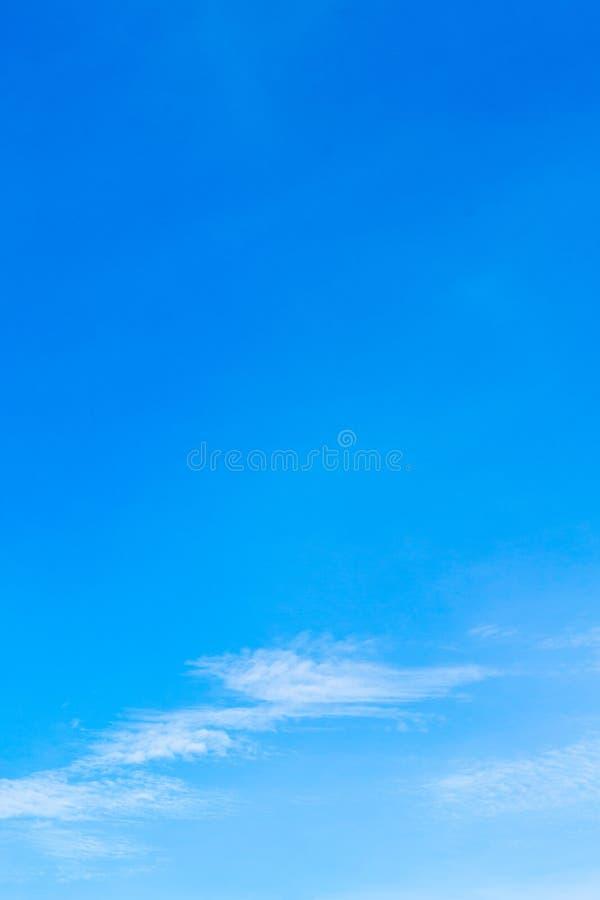 Niebo jest błękitny i niebo jest w niebie obrazy royalty free