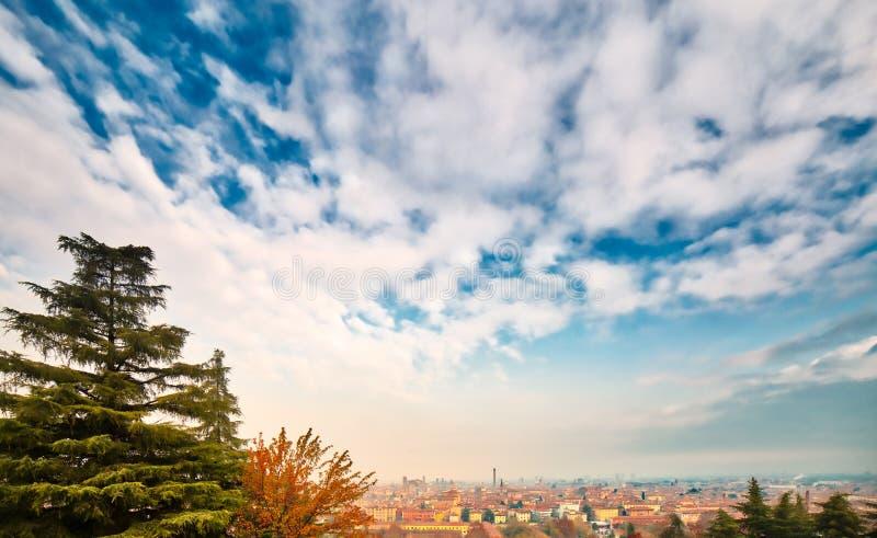 Niebo nad Bologna miasto w Włochy zdjęcie stock
