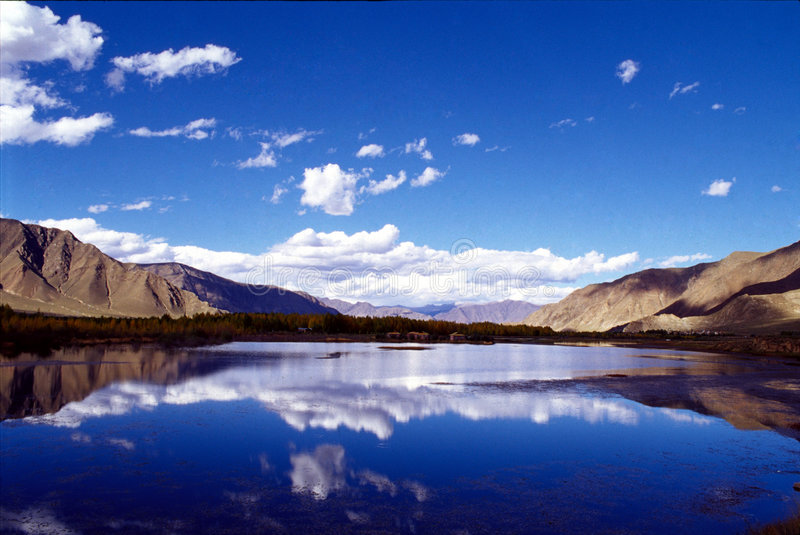 niebo nad jezioro obrazy royalty free