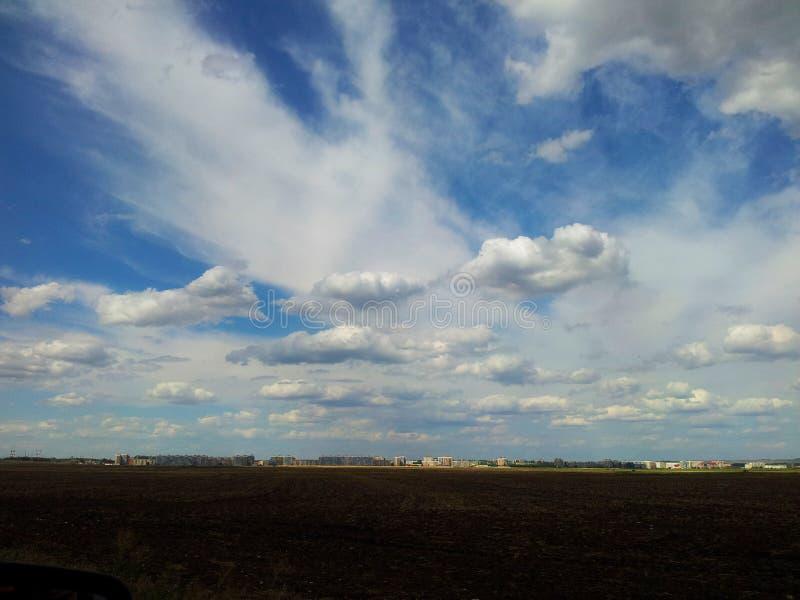 Niebo nad miastem zdjęcie stock