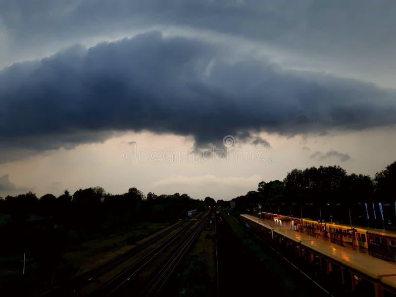 Niebo nad pociągiem zdjęcia royalty free