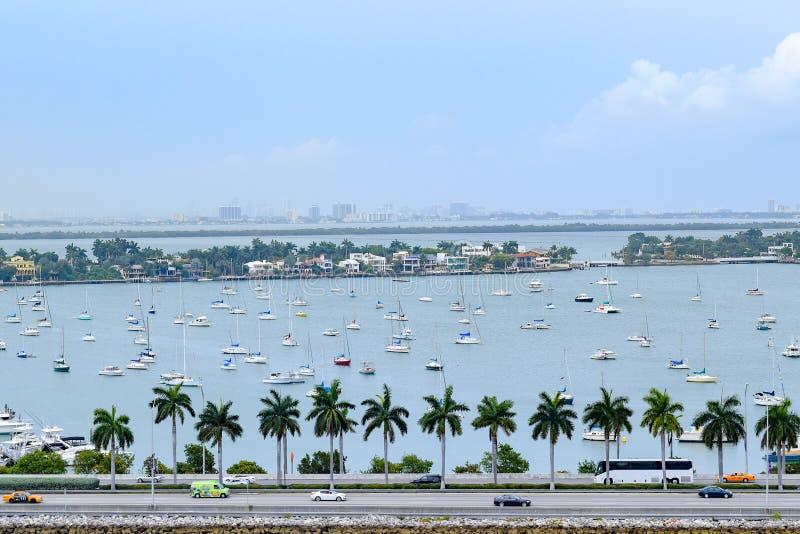 Niebo, truteń, widok z lotu ptaka/pejzaż miejski i linia horyzontu w Miami obraz royalty free