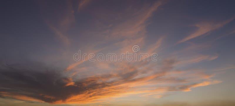 Niebo w złotej godzinie obraz royalty free