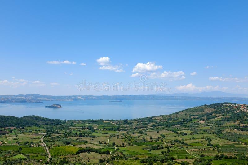 Niebo wersja Jeziorny Bolsena w Włochy zdjęcie royalty free