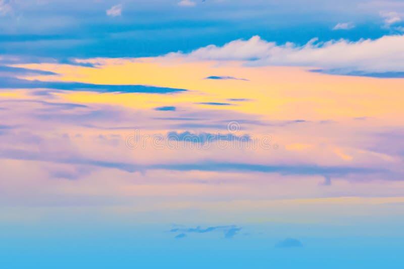 Niebo wieczór światła słonecznego gorąca strefa dla tła w projekcie i zdjęcie royalty free