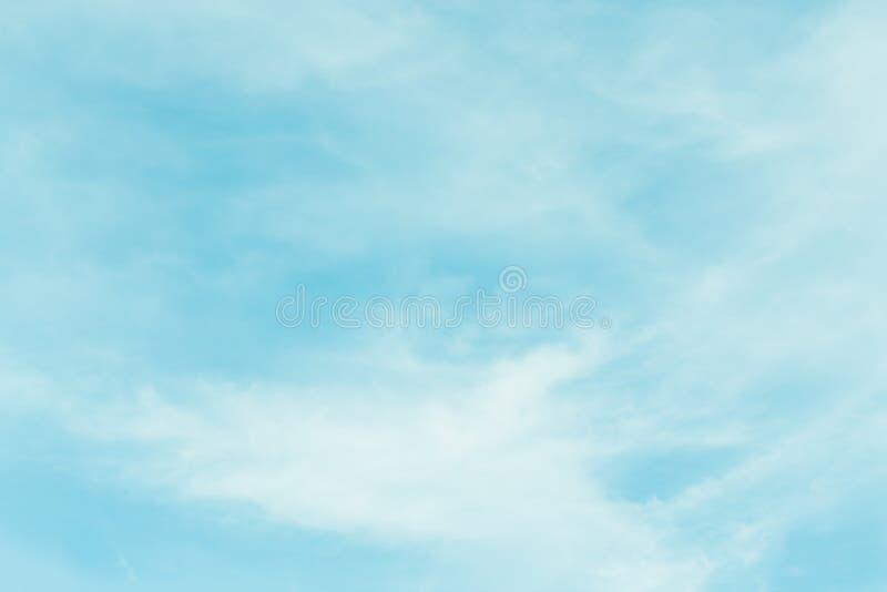 Niebo z chmurami rusza się z wiatrem zdjęcia stock