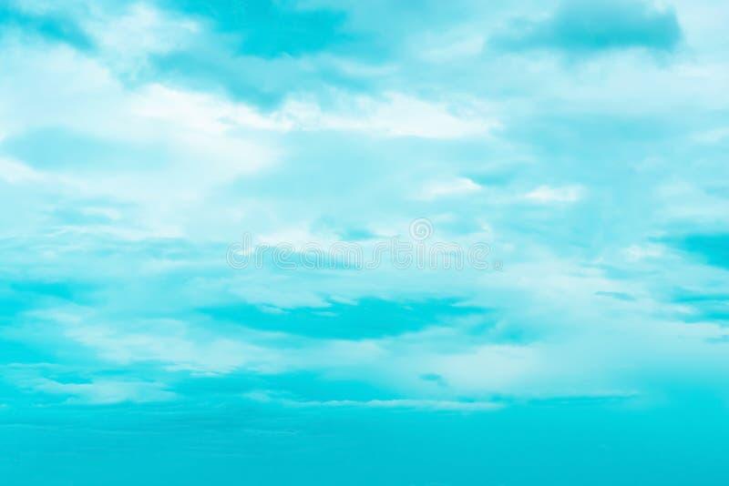 Niebo z chmurami rusza się z wiatrem obraz stock