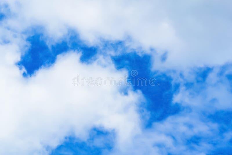 Niebo z chmurami rusza się z wiatrem zdjęcia royalty free