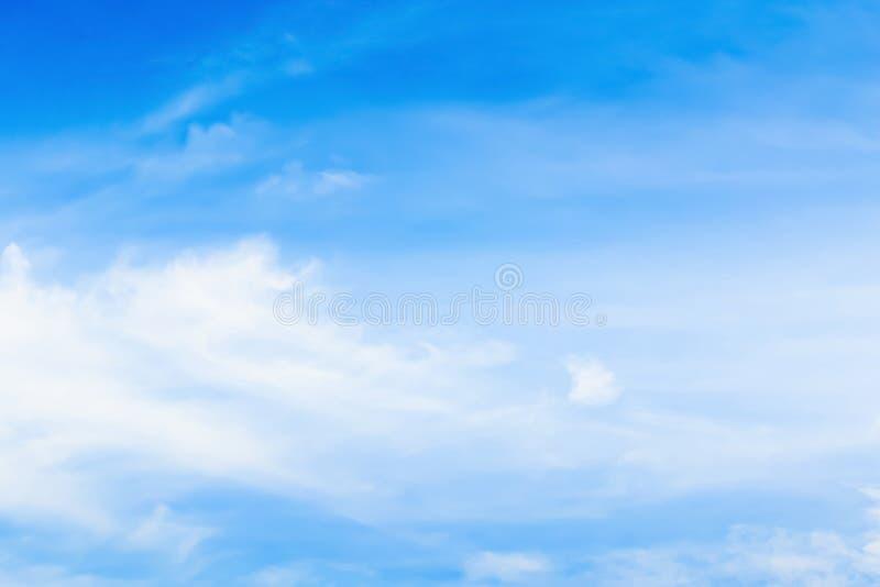 Niebo z chmurami rusza się z wiatrem obraz royalty free