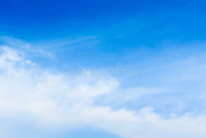 Niebo z chmurami rusza się z wiatrem zdjęcie royalty free