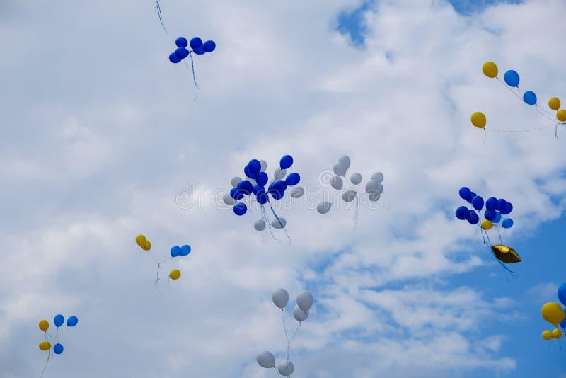 Niebo z jasnoniebieskim kolorem na tle, meteorologia sceniczna zdjęcie stock