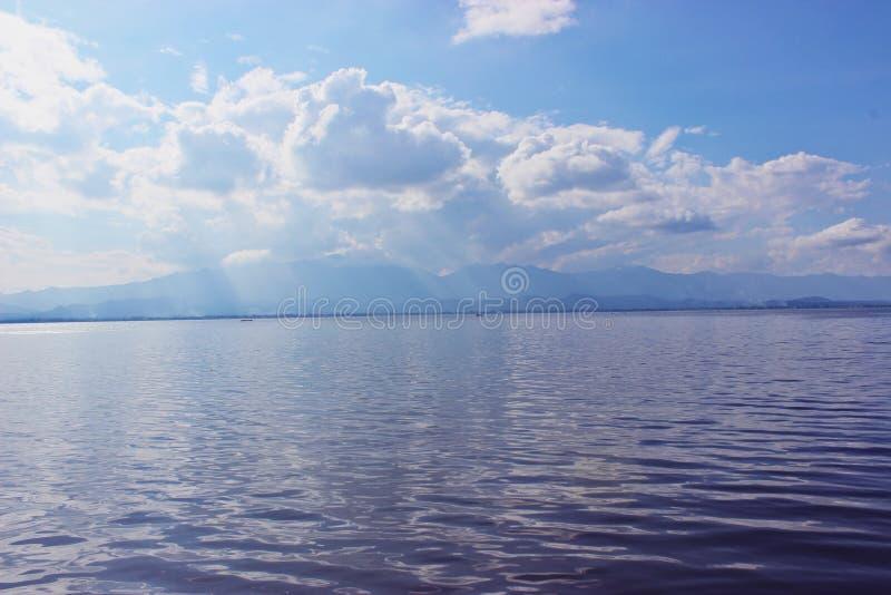 Niebo z wodą zdjęcia stock