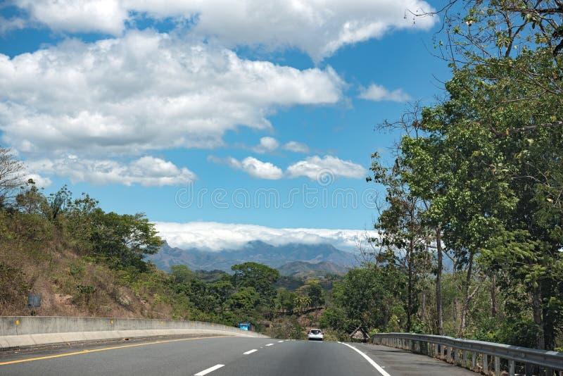 Niecki amerykańska autostrada blisko Santiago Panama zdjęcia stock
