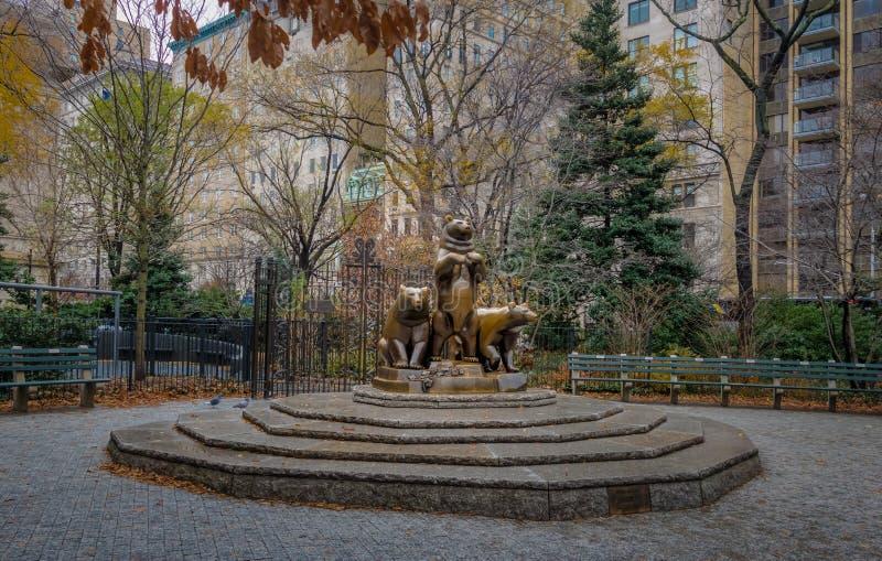 Niedźwiedzie rzeźbią przy central park - Nowy Jork, usa fotografia royalty free