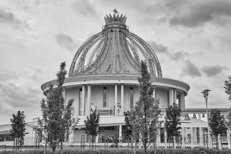 Niedawno budująca świątynia Nasz dama gwiazda Nowy Evangelization John Paul II i St fotografia stock