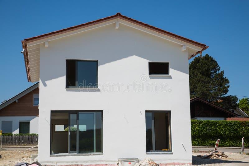 Niedawno budujący dom, biała fasada obraz royalty free