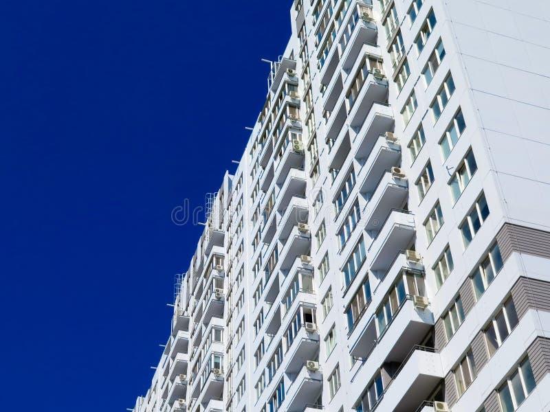 Niedawno budujący domy w niedawno budującym terenie miasto Perspektywiczna budowa mieszkania Infrastruktura i przemysł obrazy royalty free