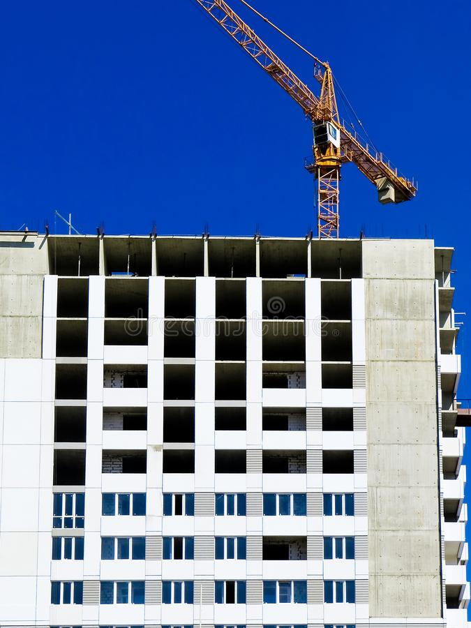 Niedawno budujący domy w niedawno budującym terenie miasto Perspektywiczna budowa mieszkania Infrastruktura i przemysł obraz stock
