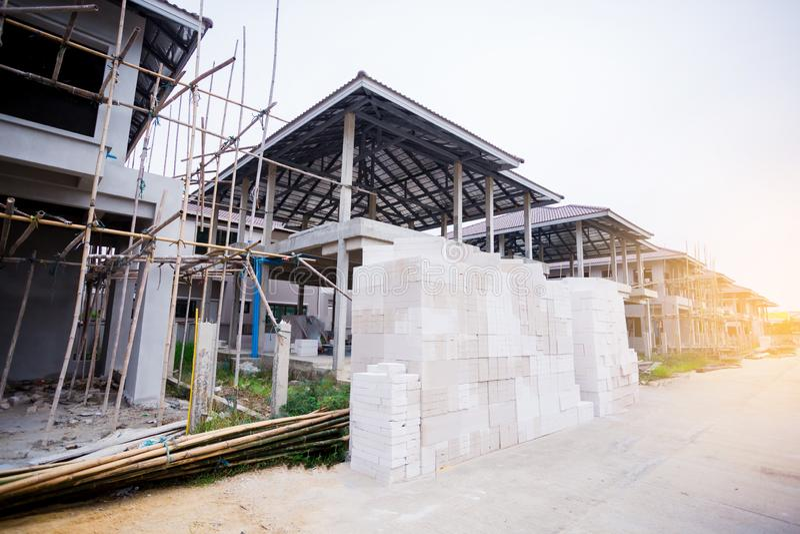 Niedawno budujący stwarza ognisko domowe w mieszkaniowej nieruchomości w Tajlandia zdjęcia stock