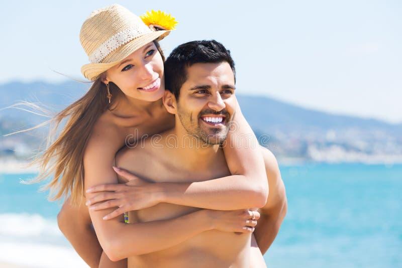 Niedawno para małżeńska ma homeymoon zdjęcie stock