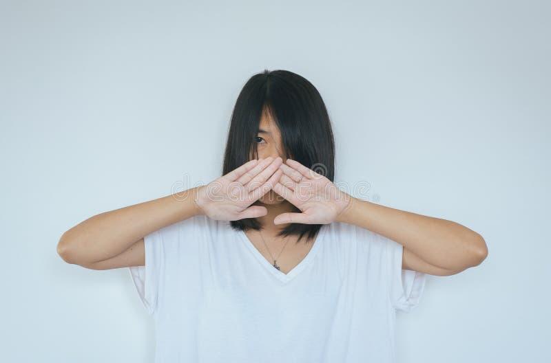 Niedergedrückte Gewalttätigkeit des Frauenhandsymbolendbelästigungssexuellen missbrauchs, Konzept des sexuellen Missbrauchs stockfotos