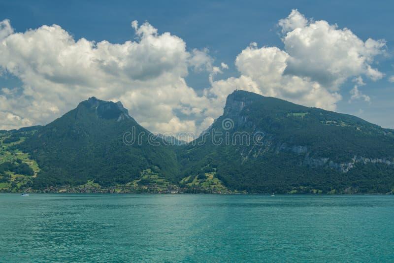 Niederhornpiek in Berner-Alpen stock foto