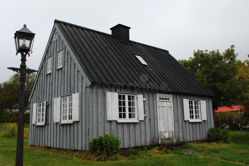 Niederländisch-Ähnliches Haus in Island lizenzfreies stockfoto
