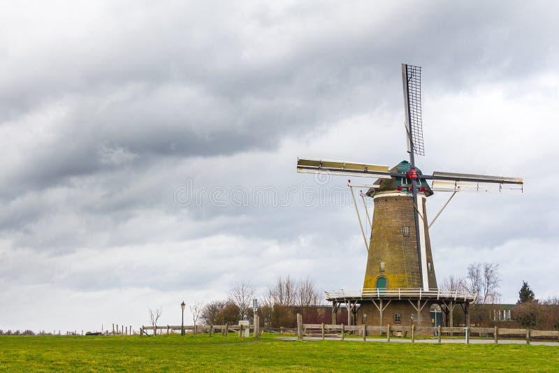 Niederländische Mühle stockfotografie