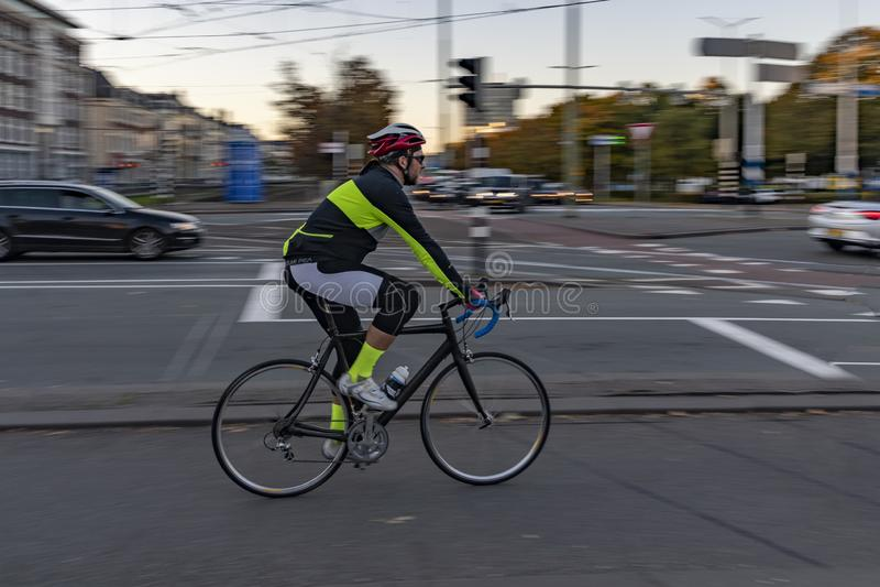 Niederländischer Radfahrer morgens lizenzfreies stockbild