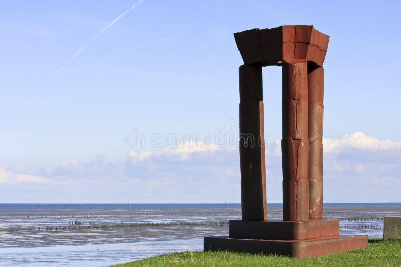 Niederländisches Monument entlang Waddenzee nahe Noordkaap lizenzfreies stockbild