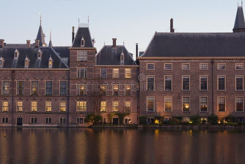 Niederländisches Parlament oder das Binnenhof an der Sonnenuntergangnahaufnahme lizenzfreies stockbild