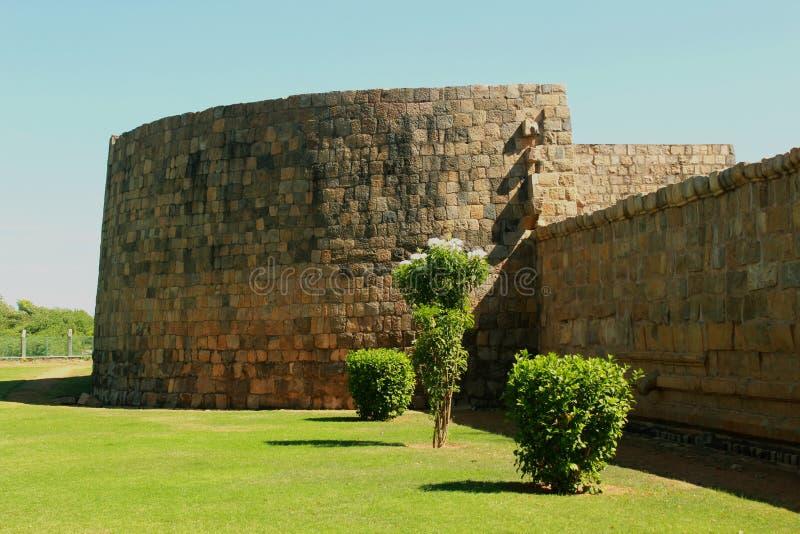 Niedokończony battlement antyczna Brihadisvara świątynia w Gangaikonda Cholapuram, ind zdjęcie stock