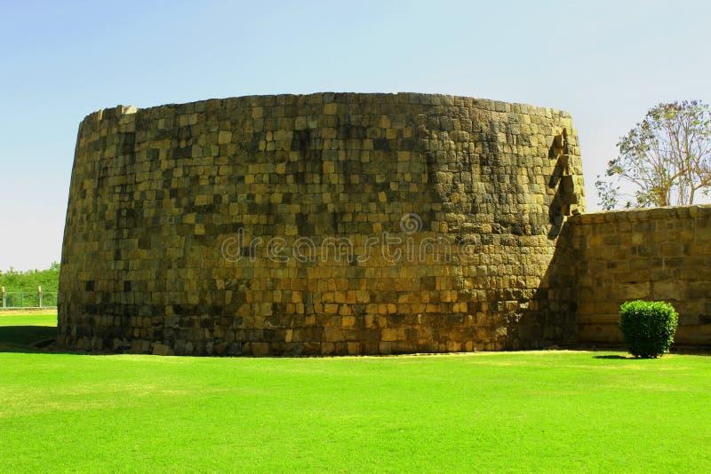 Niedokończony battlement antyczna Brihadisvara świątynia w Gangaikonda Cholapuram, ind obraz royalty free