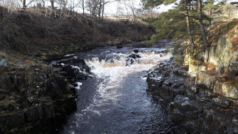 Niedrige Kraftwasserfälle lizenzfreies stockbild