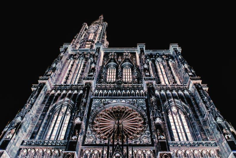 Niedrige Winkelsicht Cathedrale Notre-Dame stockbild