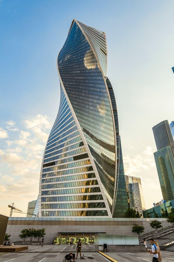 Niedrige Winkelsicht der Turm Entwicklung Moskau-Stadt des internationalen Geschäftszentrums lizenzfreie stockfotos