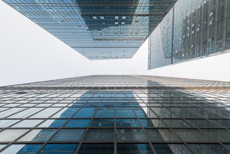 Niedrige Winkelsicht der Wolkenkratzer in China lizenzfreies stockfoto