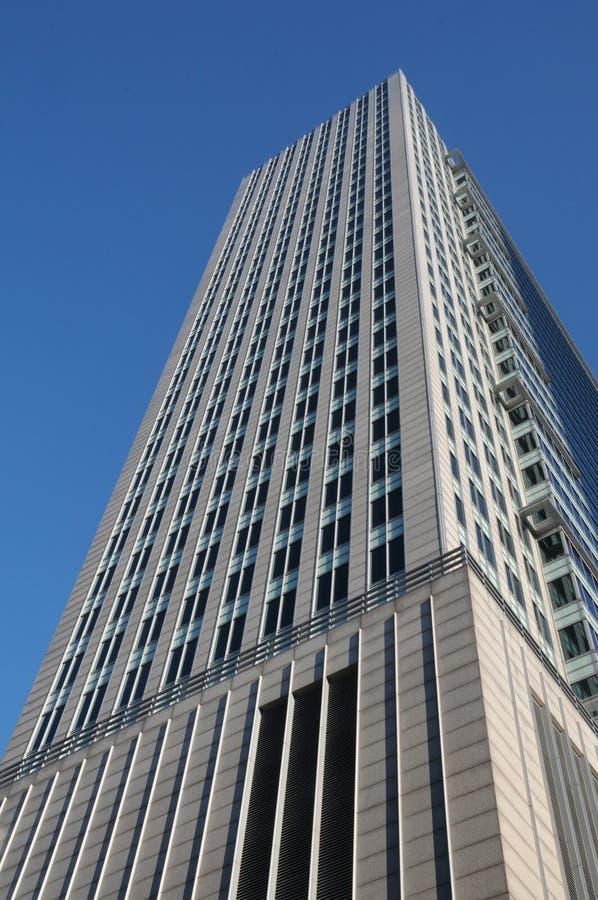 Niedrige Winkelsicht des Wolkenkratzers lizenzfreies stockbild