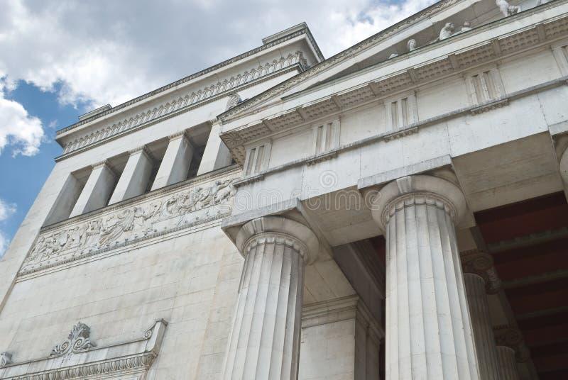 Niedrige Winkelsicht-klassische Architektur stockfoto